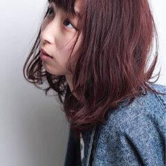 ミディアム 冬 ベリーピンク ヘアメイク ヘアスタイルや髪型の写真・画像