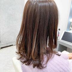 銀座美容室 ミルクティーベージュ ナチュラル セミロング ヘアスタイルや髪型の写真・画像