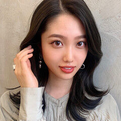 可愛い セミロング 韓国ヘア かきあげバング ヘアスタイルや髪型の写真・画像
