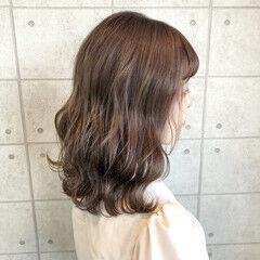 ミディアム ナチュラル クリーミーカラー シナモンベージュ ヘアスタイルや髪型の写真・画像