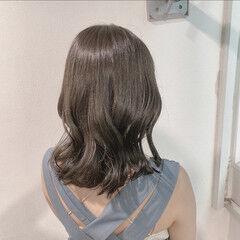 エレガント オリーブカラー オリーブベージュ セミロング ヘアスタイルや髪型の写真・画像
