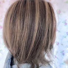ミディアム ブリーチカラー エレガント 大人ハイライト ヘアスタイルや髪型の写真・画像