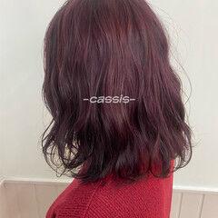 カシスレッド ミディアム 春スタイル ナチュラル ヘアスタイルや髪型の写真・画像