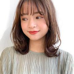 レイヤーカット 小顔ヘア 透明感カラー ミディアム ヘアスタイルや髪型の写真・画像