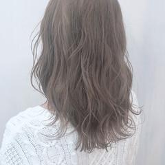 ロング ミルクティーグレージュ ナチュラル ミルクティーベージュ ヘアスタイルや髪型の写真・画像