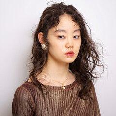 モード ミディアム デジタルパーマ ベビーバング ヘアスタイルや髪型の写真・画像