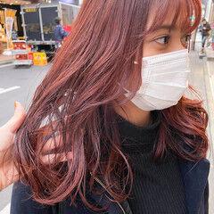 前髪あり ピンクブラウン ピンクバイオレット ゆるふわパーマ ヘアスタイルや髪型の写真・画像
