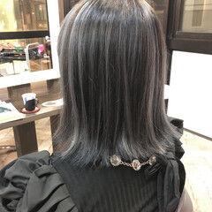 モード シルバーグレー ホワイトハイライト 切りっぱなしボブ ヘアスタイルや髪型の写真・画像