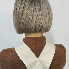 切りっぱなしボブ 大人ヘアスタイル ミニボブ ミルクティーベージュ ヘアスタイルや髪型の写真・画像