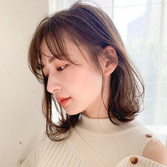 ミディアム 前髪あり レイヤーカット アンニュイほつれヘア ヘアスタイルや髪型の写真・画像