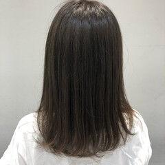 ミディアム カーキアッシュ ナチュラル ダメージレス ヘアスタイルや髪型の写真・画像