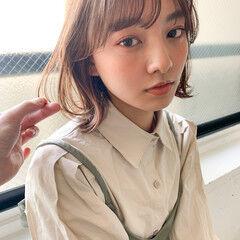 ウルフカット ミディアム ミディアムレイヤー フェミニン ヘアスタイルや髪型の写真・画像
