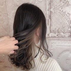 ダークグレー ブリーチ無し ロングヘア ミルクティーベージュ ヘアスタイルや髪型の写真・画像