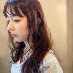 ピンクベージュ ロング ナチュラル くすみカラー ヘアスタイルや髪型の写真・画像