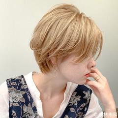 ベージュカラー ナチュラル ショート ハイトーンカラー ヘアスタイルや髪型の写真・画像