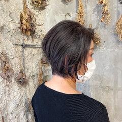 くすみカラー ショートヘア ナチュラル ブルージュ ヘアスタイルや髪型の写真・画像