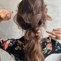 ポニーテールアレンジ セミロング 結婚式ヘアアレンジ フェミニン ヘアスタイルや髪型の写真・画像
