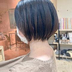 フェミニン ハンサムショート レイヤーボブ 大人ショート ヘアスタイルや髪型の写真・画像