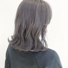 ナチュラル 毛先パーマ ゆるふわパーマ ミディアム ヘアスタイルや髪型の写真・画像