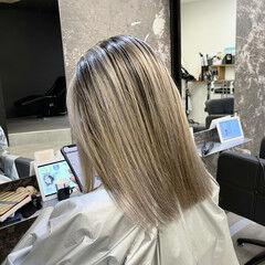 シルバーグレー 外国人風カラー ミディアム バレイヤージュ ヘアスタイルや髪型の写真・画像