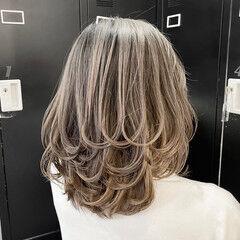 外国人風カラー ミディアム ミディアムレイヤー グレージュ ヘアスタイルや髪型の写真・画像