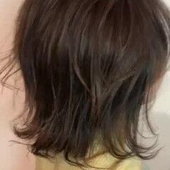 オリーブベージュ ミディアム ウルフカット 外ハネボブ ヘアスタイルや髪型の写真・画像