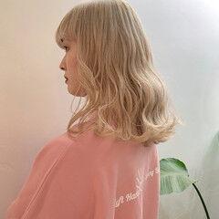 ホワイトベージュ ブロンドカラー ホワイトブリーチ ミルクティーベージュ ヘアスタイルや髪型の写真・画像