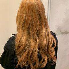 フェミニン カッパー ブリーチカラー ハニーベージュ ヘアスタイルや髪型の写真・画像