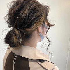 インナーカラー セミロング ミディアムヘアー フェミニン ヘアスタイルや髪型の写真・画像
