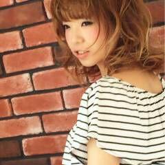 ガーリー グラデーションカラー 丸顔 重めバング ヘアスタイルや髪型の写真・画像