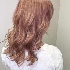 ガーリー コーラルピンク ダブルカラー ダブルブリーチ ヘアスタイルや髪型の写真・画像