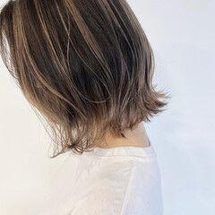 ミルクティー ハイライト ボブ ナチュラル ヘアスタイルや髪型の写真・画像