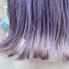 ミディアム パープル 外ハネ フェミニン ヘアスタイルや髪型の写真・画像