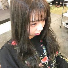 フリンジバング シースルーバング セミロング グレージュ ヘアスタイルや髪型の写真・画像