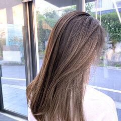 セミロング ホワイトグラデーション ブリーチカラー ナチュラル ヘアスタイルや髪型の写真・画像
