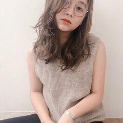 外国人風フェミニン かき上げ前髪 ゆるかき上げウェーブ セミロング ヘアスタイルや髪型の写真・画像