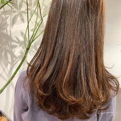 ワンカールパーマ ナチュラル 極細ハイライト セミロング ヘアスタイルや髪型の写真・画像