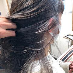 ミディアム インナーカラーシルバー ブリーチオンカラー ブリーチカラー ヘアスタイルや髪型の写真・画像