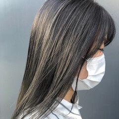 バレイヤージュ セミロング ストリート グレーアッシュ ヘアスタイルや髪型の写真・画像