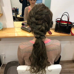 ロング ポニーテールアレンジ 編み込み ねじり ヘアスタイルや髪型の写真・画像
