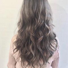 スモーキーアッシュ ナチュラル 透明感カラー 極細ハイライト ヘアスタイルや髪型の写真・画像