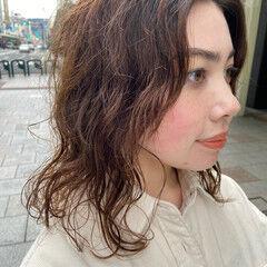 ミディアム ゆるふわパーマ ニュアンスウルフ ナチュラル ヘアスタイルや髪型の写真・画像