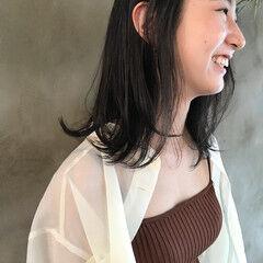 グレーアッシュ ミディアム モノトーン アッシュグレージュ ヘアスタイルや髪型の写真・画像