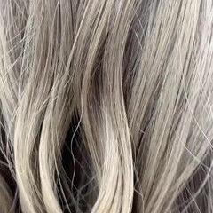 ブロンドカラー プラチナブロンド ガーリー ミルクティーベージュ ヘアスタイルや髪型の写真・画像