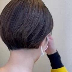ショートヘア ショート ナチュラル アッシュグレージュ ヘアスタイルや髪型の写真・画像