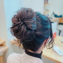 ねじり フェミニン ヘアアレンジ お団子ヘア ヘアスタイルや髪型の写真・画像