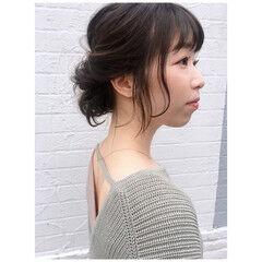 春ヘア お団子アレンジ 春色 オリーブグレージュ ヘアスタイルや髪型の写真・画像