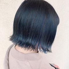 ネイビーブルー バレイヤージュ 切りっぱなしボブ ブルーグラデーション ヘアスタイルや髪型の写真・画像