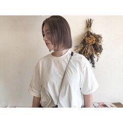 切りっぱなしボブ プラチナブロンド ショート ナチュラル ヘアスタイルや髪型の写真・画像