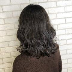 アディクシーカラー ウェーブ グレージュ ナチュラル ヘアスタイルや髪型の写真・画像